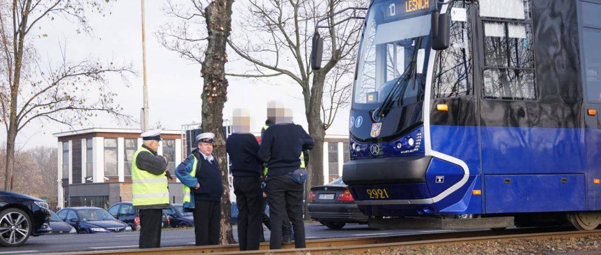 У Вроцлаві чоловік потрапив під трамвай: усі подробиці інциденту [ФОТО]