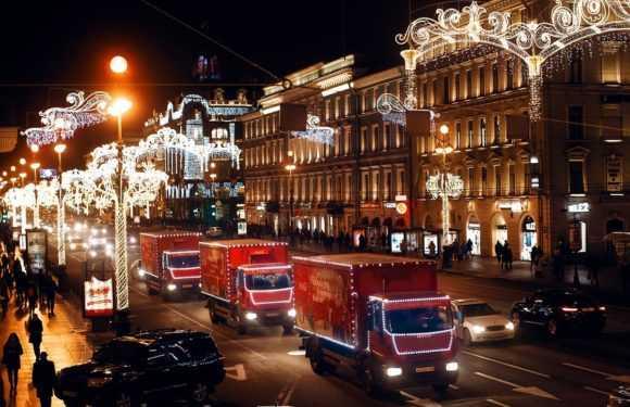 Різдвяні вантажівки з відомої реклами Coca-Cola відвідають декілька польських міст