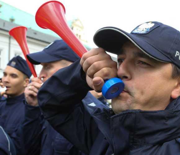 Часть полицейских постепенно возвращается к службе