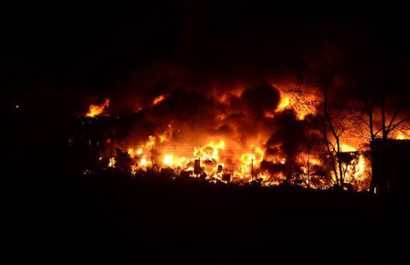 Велика пожежа у Вроцлаві — горить склад будматеріалів [+ФОТО, +ВІДЕО]