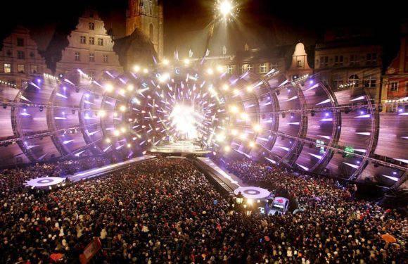 На площі Ринок у Вроцлаві встановлюють новорічну сцену. ЇЇ частиною буде фонтан