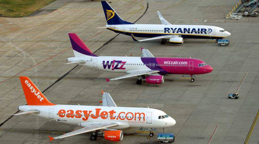 Літаком з Варшави до України: де і на коли шукати дешевих квитків
