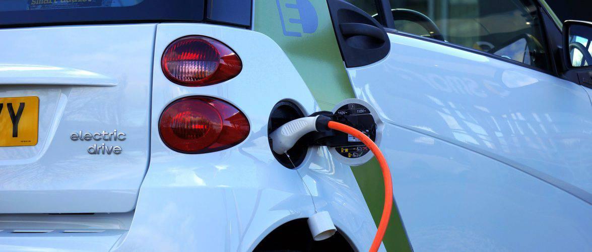 """""""Зелена"""" дорога від Вроцлава до Катовіце та Лодзі. На А4 і S8 заряджатимуть електричні автомобілі"""