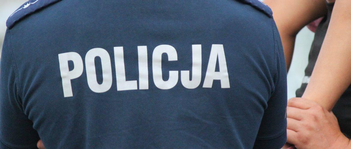 Во Вроцлаве задержали водителя выбрасывавшего мусор из автомобиля