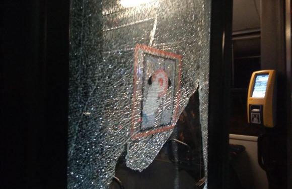 Обстріляно автобус поблизу Кракова. Водій і пасажири дивом уникнули смерті! [ФОТО]