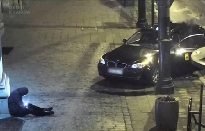У Кракові таксист обікрав непритомного чоловіка