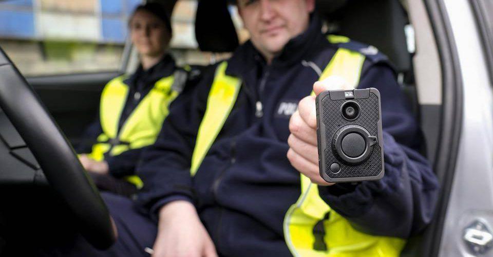 Польща: офіцери поліції будуть знімати на відео кожен крок