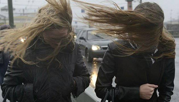 Потужні бурі в Польщі: тисячі людей без електрики
