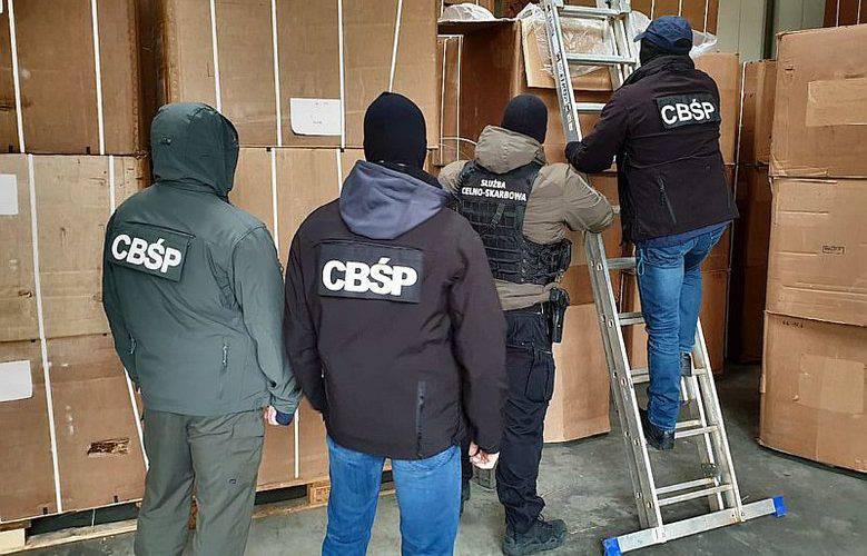 Рекордна контрабанда: близько 3,5 млн пачок цигарок конфіскували працівники польських спецслужб