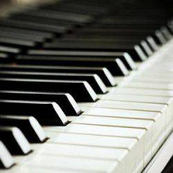 Обучаю взрослых и детей игре на фортепиано