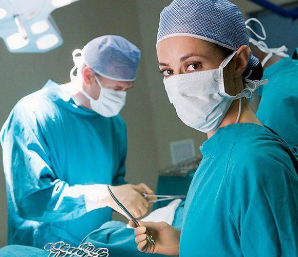 Вроцлав: судять хірурга, який залишив у животі хворого 2 серветки