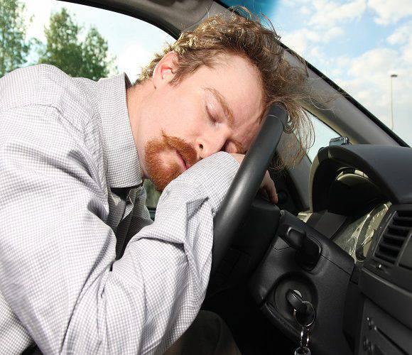 У Вроцлаві п'яний чоловік вламався до чужого авта, бо… хотів в ньому поспати