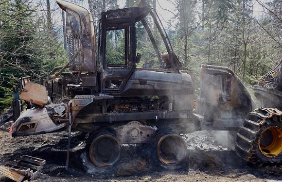 Невідомі зловмисники підпалили гарвестер і форвадер у Нижньосілезькому лісі
