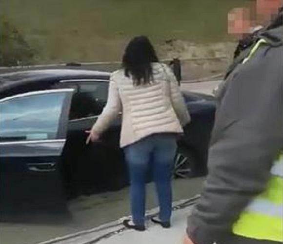 У Сілезії горе-водійка заїхала автівкою на свіжий бетон (+ВІДЕО)