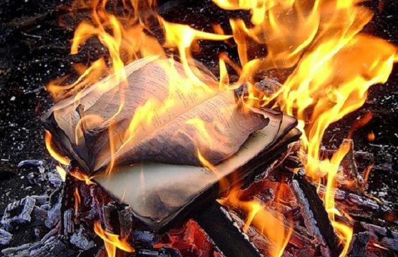 Польща повертається до середньовіччя? Священики в Гданську палили книжки