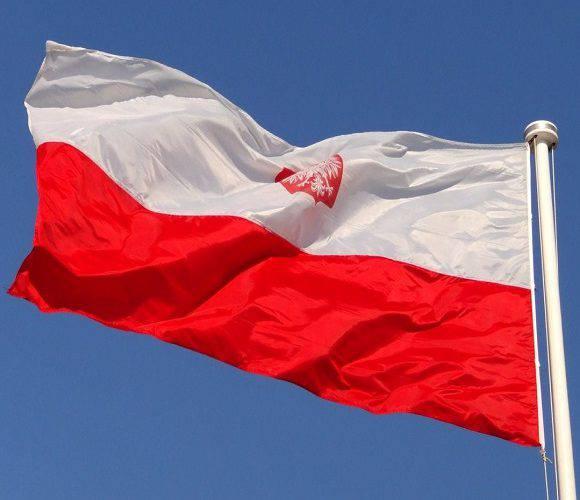 В Єленій Гурі полякам видають польські прапори