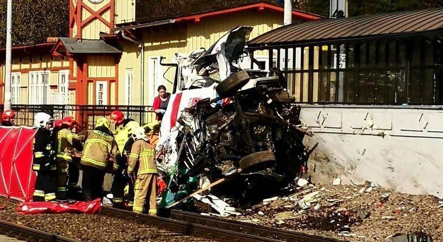 У Польщі «швидка» потрапила в ДТП: 2 людини загинули [+ ВІДЕО]