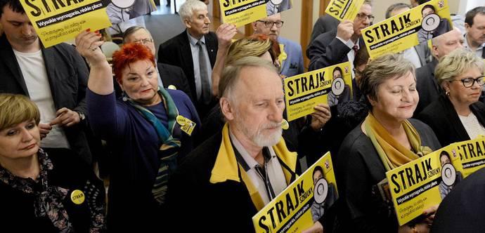 У Польщі триває другий день безстрокового страйку вчителів