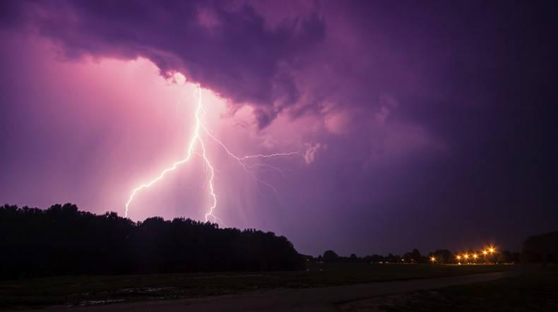 Із бурями та градом: IMGW попереджає про погіршення погоди в Польщі