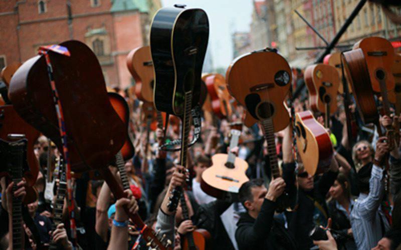 7423 гітаристів встановили світовий рекорд з виконання пісні Джимі Хендрікса (+ФОТОРЕПОРТАЖ)