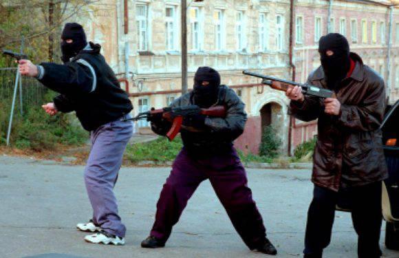 Украинец с «стволом» устроил разборки в стиле 90-х в центре Катовице
