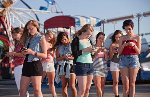 У Польщі з'явилися пішохідні доріжки для людей зі смартфонами