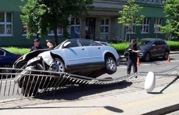 У Вроцлаві автівка протаранила трамвайну зупинку
