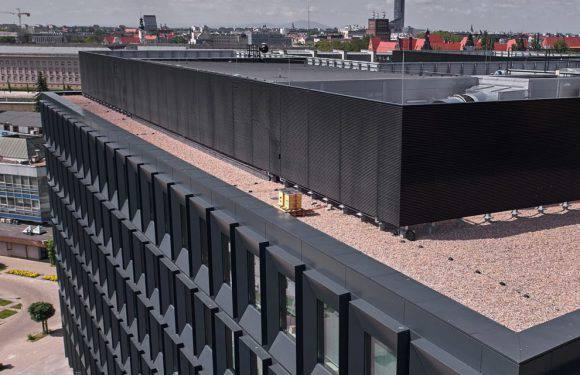 У Вроцлаві на даху хмарочоса Green2Day влаштували міську пасіку