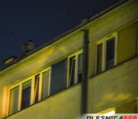 В Олесниці п'яний чоловік намагався зіскочити з даху багатоповерхівки