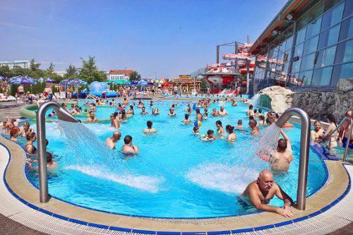 Відпочинок в аквапарку Вроцлава — ласкаво просимо до відкритих майданчиків!