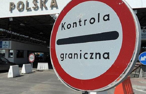 Троє іноземців перетнуло кордон з Польщею, їдучи… під машиною