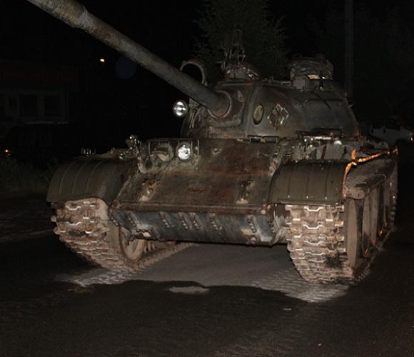 П'яний чоловік виїхав на радянському танку в центрі Польщі [+ВІДЕО]