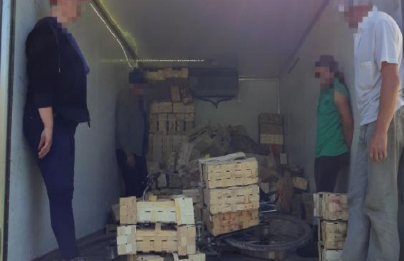 Віз людей, як свиней: під Вроцлавом затримали українця, який перевозив працівників