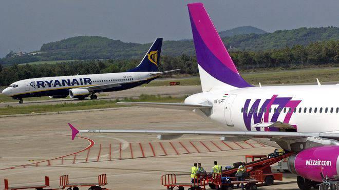 Розпродаж квитків у Wizz Air та Ryanair: літаком до Польщі за 9,99 євро