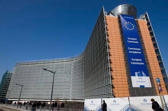 Єврокомісія починає другий етап провадження щодо Польщі