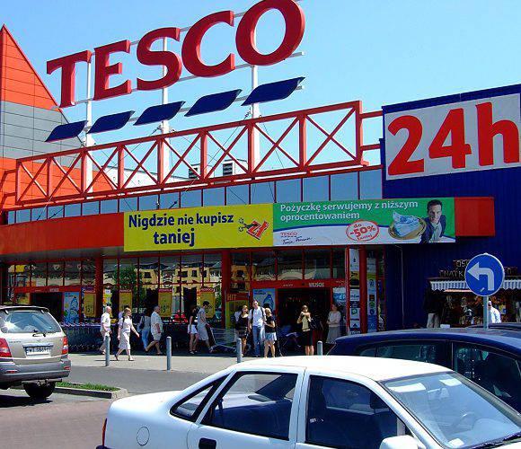 У Польщі масово закривають гіпермаркети Tesco: поспішай за знижками!