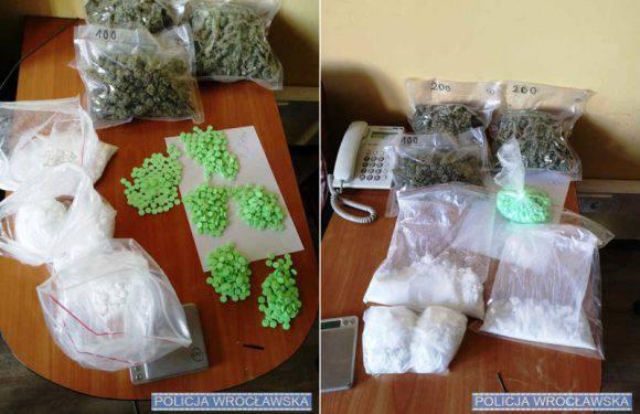 В одному з помешкань Вроцлава поліція вилучила 1,5 кг наркотиків й затримала злочинця