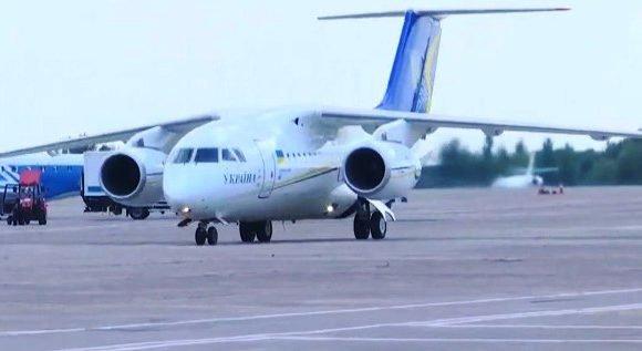 Нарешті вдома! В Україну повернулися полонені моряки  та 11 політв'язнів