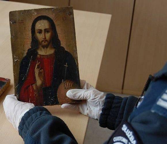 42-річний українець намагався вивезти до Польщі старовинні ікони [+ФОТО]