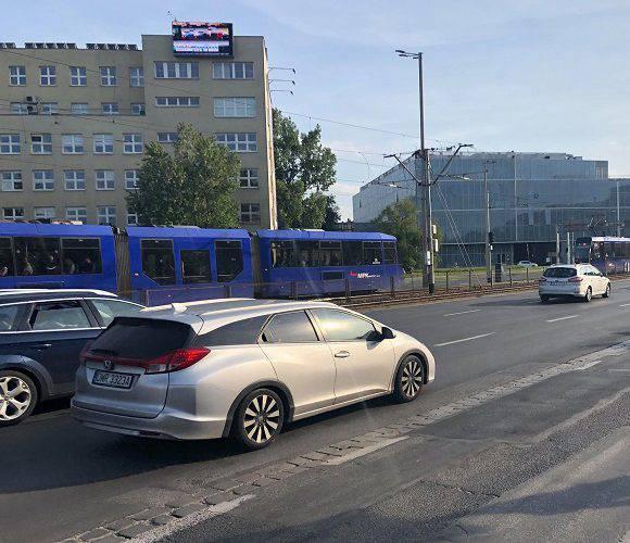 У центрі Вроцлава жінка загинула під колесами трамвая