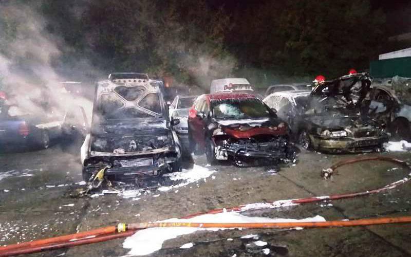 Нічна пожежа на автостоянці у Ґожуві. Ймовірно, злочинець використав вогнемет