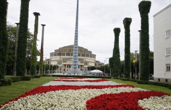 Найближчі події у HALI STULECIA: фонтан-шоу, ярмарок нерухомості та  концерт чеського барда