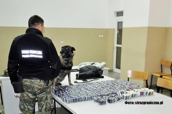 На кордоні затримали українку, яка намагалася вивезти з Польщі  повну валізу ліків