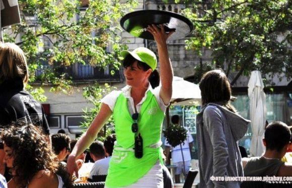 Офіціантка обікрала своїх працедавців на 70 000 злотих. Їй загрожує 5 років за ґратами