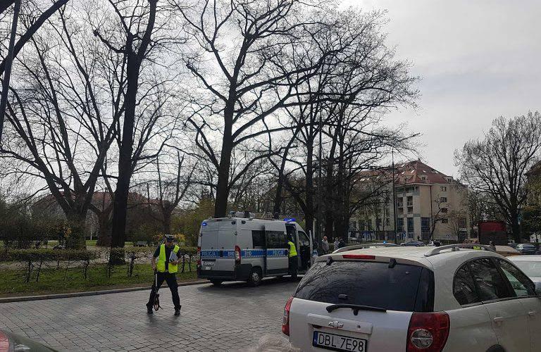 У Вроцлаві п'яний грузин напав на перехожого, пошкодив авто і вибив двері в ресторан