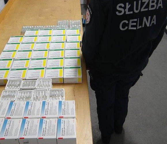 Чергова контрабанда: українець намагався вивезти до Польщі 835 ампул з ліками [+ФОТО]