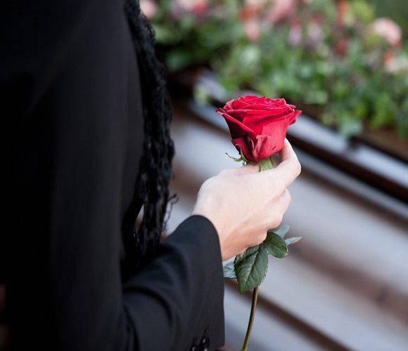 Нестерпний сморід: у Вроцлаві заклади ритуальних послуг облили кислотою