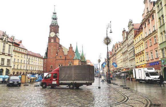 У столиці Нижньої Сілезії дощ – не перешкода приготуванням  до Різдвяного ярмарку