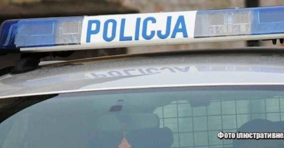 Сім осіб у несправному авто, з них —  двоє  дітей і жінка в багажнику, — так словак, без права керування, подорожував Польщею