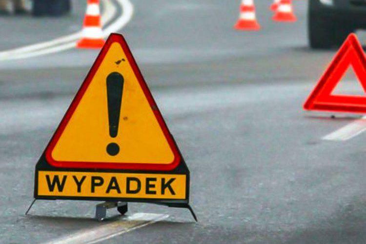 Знову ДТП з українцями, — бус в'їхав у вантажівку